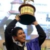 Alejandro-Mendez-trophy-pose